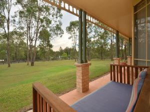 Merewether Homestead with Pool and Family friendly